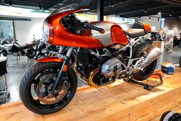 nine-t-racer59C831CD-A70B-3BC2-7E89-A21A43013EA9.jpg